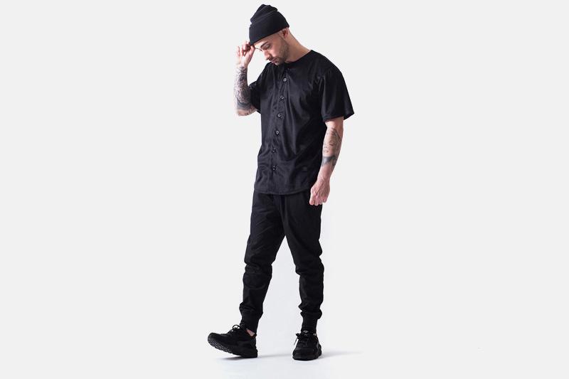 Unyforme – černá košile – krátký rukáv, černé kalhoty joggers | Pánské značkové oblečení