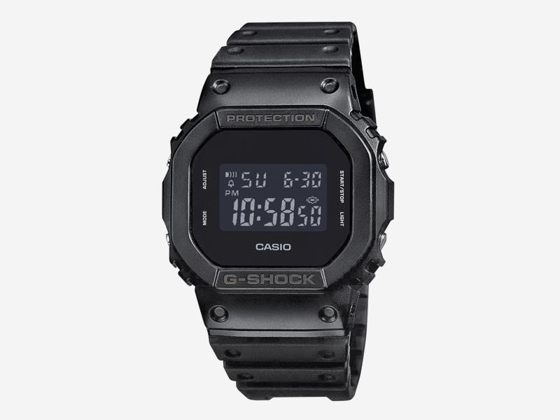 Hodinky Casio G-shock DW5600BB-1 – černé, digítální hodinky – pánské a dámské