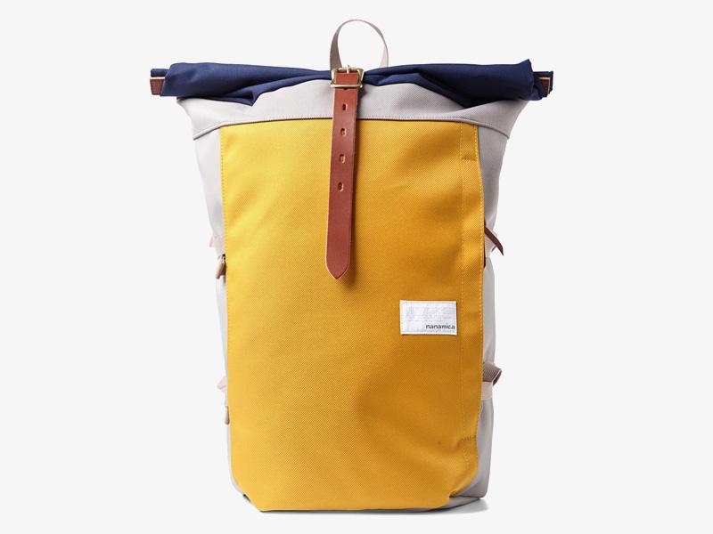 Nanamica – luxusní plátěný batoh, žlutý, šedý, modrá klopa, stylový batoh