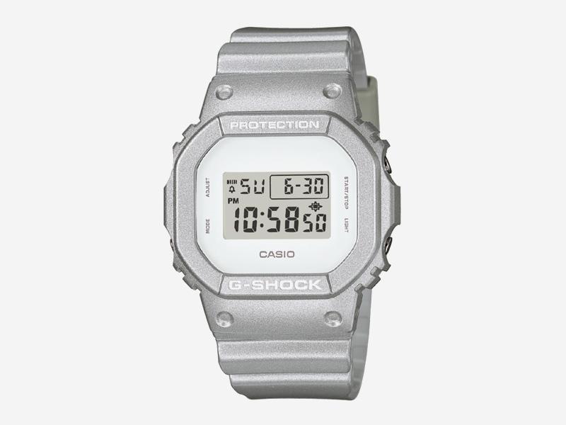 Hodinky Casio G-shock DW5600SG-7 – šedé s bílým ciferníkem, digítální hodinky – pánské a dámské