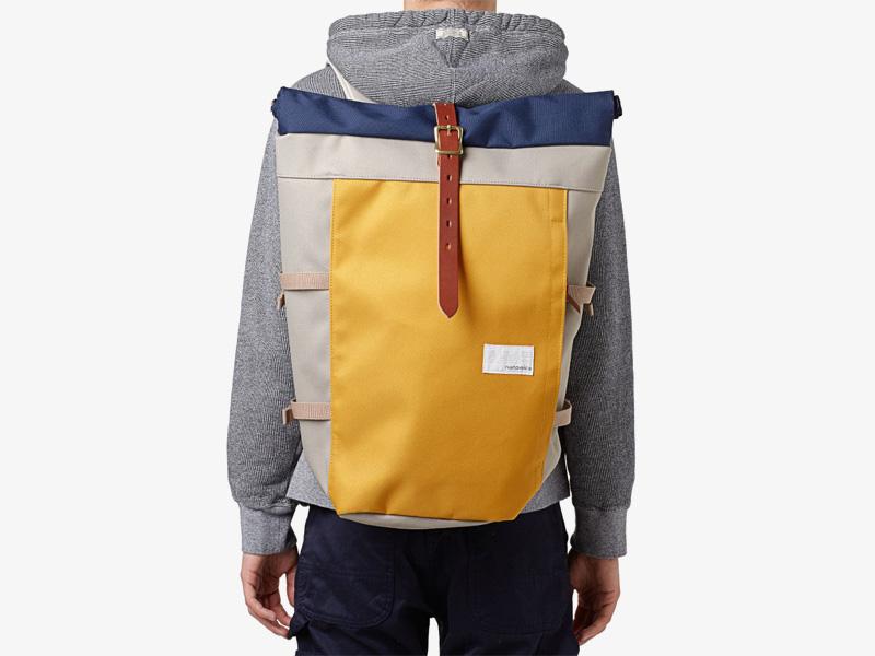 Nanamica – plátěný batoh, luxusní, žlutý, šedý, s modrou klopou, stylový trendy batoh, cyklistický