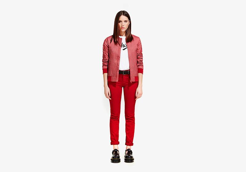 Carhartt WIP – dámský červený bomber, krátká bunda do pasu, červené skinny džíny (jeansy)