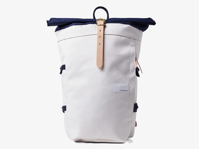 Nanamica – luxusní plátěný batoh, bílý, modrá klopa, stylový trendy batoh, cyklistický