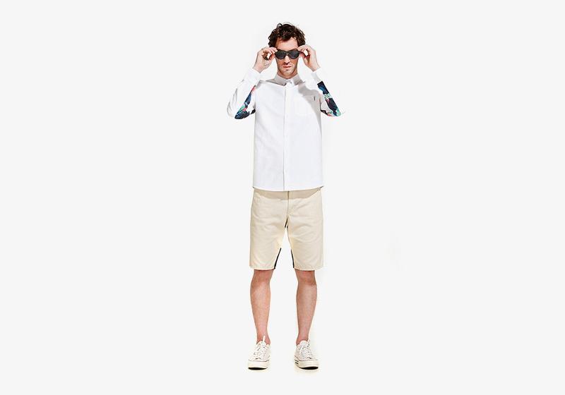 Carhartt WIP – pánská bílá košile s barevnými dlouhými rukávy, světlé kraťasy (šortky)