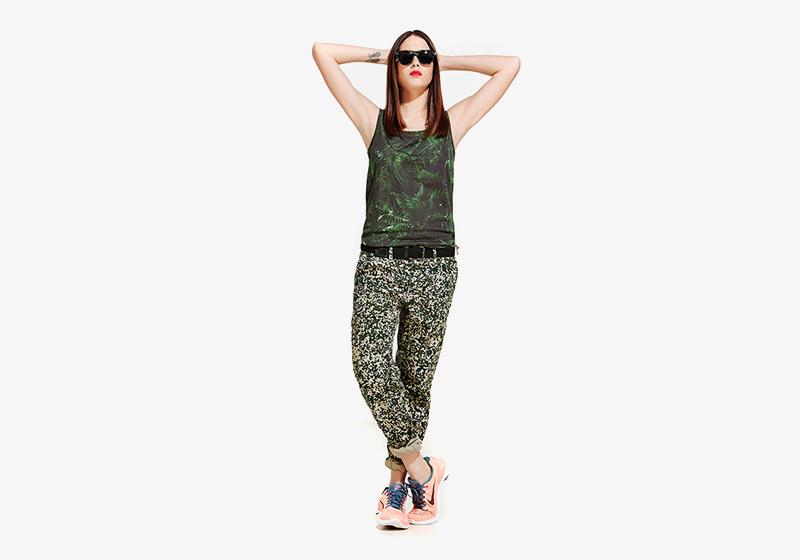 Carhartt WIP – zelené tílko s rostlinným vzorem (pralesní rosltiny) – dámské, dlouhý rukáv, kalhoty se vzorem