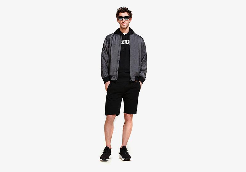 Carhartt WIP – pánský šedý bomber (krátká bunda do pasu) černé šortky (kraťasy)