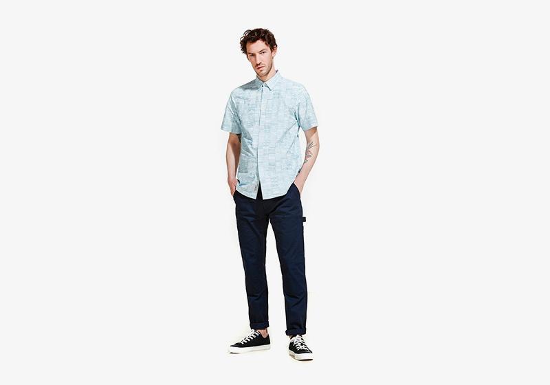 Carhartt WIP – pánská bledě modrá košile s krátkým rukávem, tmavě modré kalhoty
