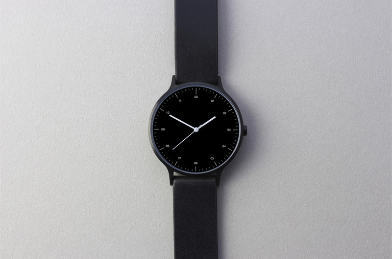 Instrmnt — hodinky — dámské a pánské — elegantní, náramkové — černé