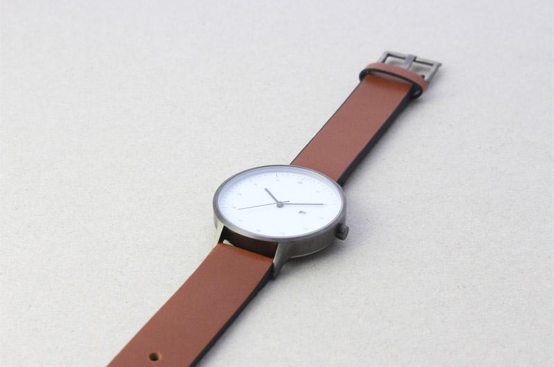 Instrmnt — hodinky — dámské a pánské — elegantní, náramkové, hnědý náramek