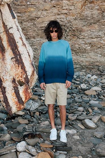 Obey – ombré pánská mikina – modrá, pánské khaki šortky (kraťasy)