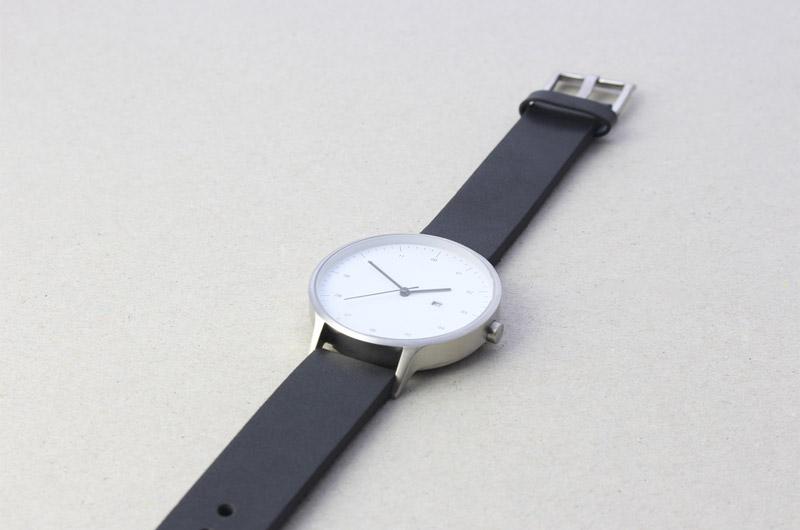 Instrmnt — hodinky — dámské a pánské — elegantní, náramkové — černý náramek, bílý ciferník
