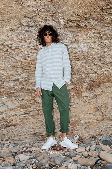 Obey – šedá pánská pruhovaná košile s dlouhým rukávem, zelené kalhoty