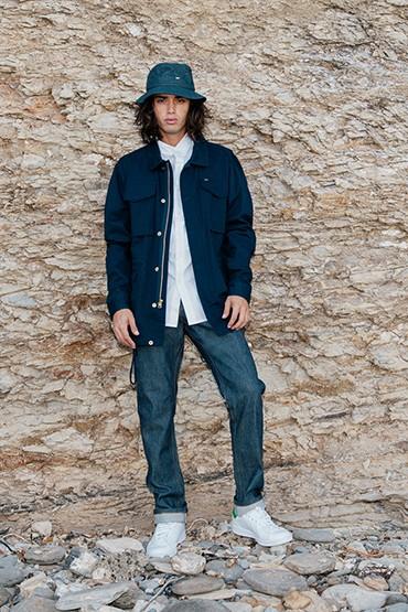 Obey – jarní /letní bunda (parka), modré jeansy (džíny)