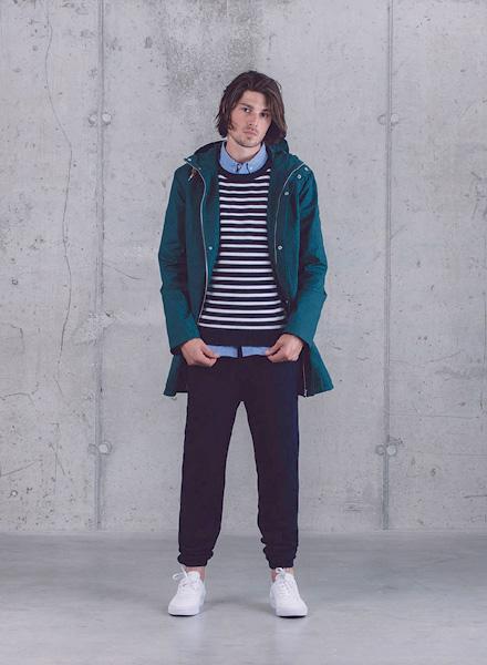 Wemoto – zelená dlouhá parka (bunda) s kapucí – pánská, modré kalhoty joggers – pánské – jaro/léto 2015