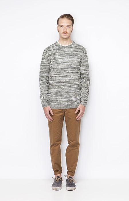 Ucon Acrobatics – pánský svetr se vzorem, hnědé pánské kalhoty – oblečení jaro/léto 2015