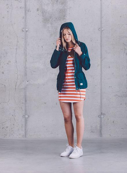 Wemoto – pruhované červeno-bílé letní šaty, dámská jarní bunda s kapucí (parka) – tmavě modrá – jaro/léto 2015