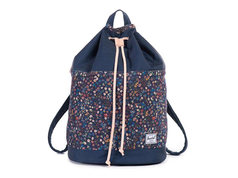 Herschel Supply x Liberty — plátěný (bavlněný) dámský batoh na záda, modrý (navy blue), květinové vzory — Hanson