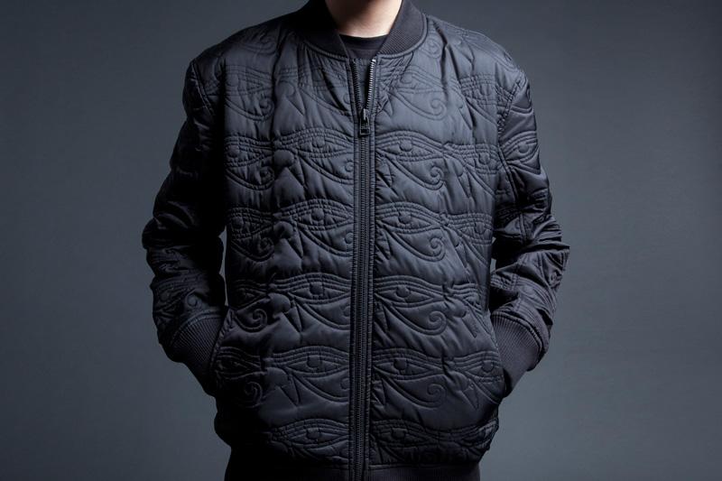 Black Scale – pánský černý bomber s prošívanými ornamenty, krátká bunda do pasu – jaro 2015