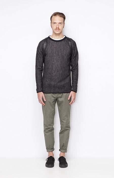 Ucon Acrobatics – černý pánský svetr, šedo-zelené kalhoty – pánské – oblečení jaro/léto 2015