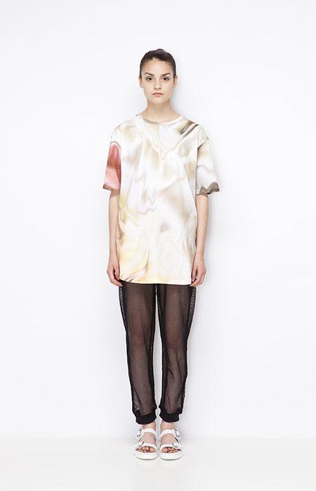 Ucon Acrobatics — dámské tričko se vzorem — olejomalba, kalhoty ze síťoviny — dámské oblečení — jaro/léto 2015