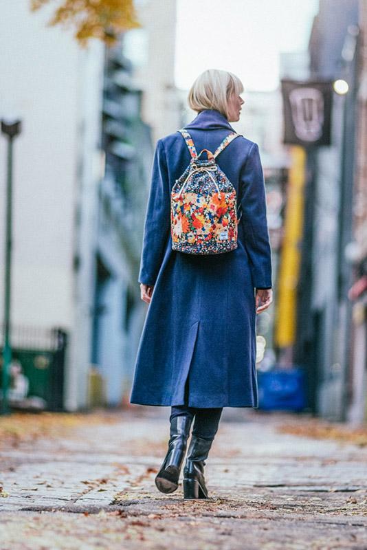 Herschel Supply x Liberty — modrý plátěný (bavlněný) trendy batoh na záda, dámský, květinové vzory