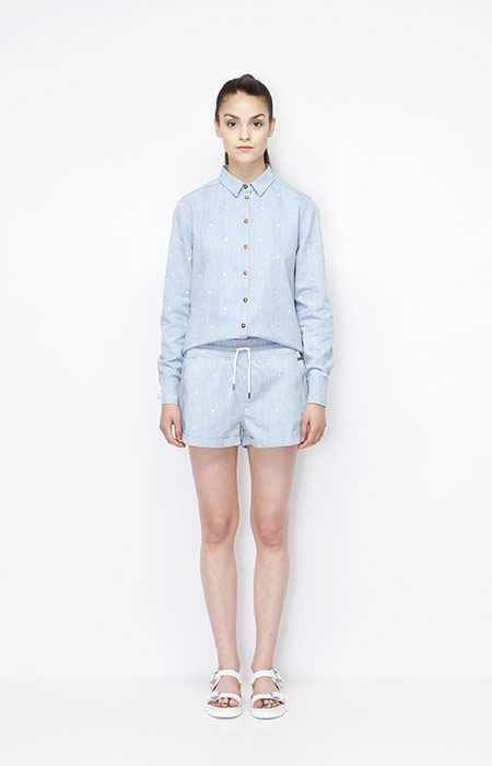 Ucon Acrobatics — bledě modrá dámská košile s dlouhými rukávy, bledě modré kraťasy — dámské — dámské oblečení — jaro/léto 2015