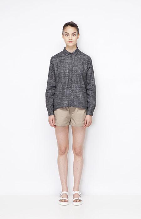 Ucon Acrobatics — šedá košile s dlouhými rukávy — dámská, khaki kraťasy/šortky — dámské oblečení — jaro/léto 2015