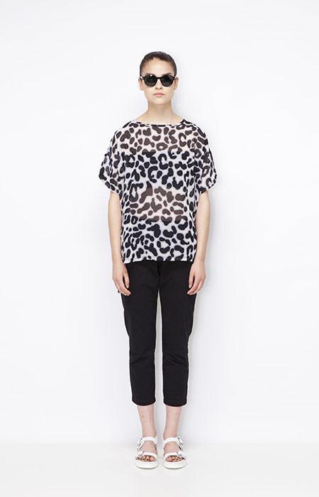 Ucon Acrobatics — černo-bílé tričko s leopardím vzorem, 3/4 kalhoty — dámské — dámské oblečení — jaro/léto 2015
