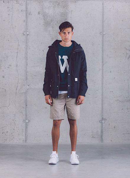 Wemoto – tmavě modrá pánská parka (bunda) s kapucí, pánské šortky – béžové – jaro/léto 2015