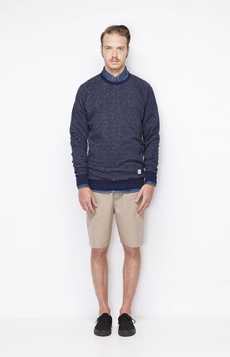 Ucon Acrobatics – modrý pánský svetr, khaki šortky pánské – oblečení jaro/léto 2015