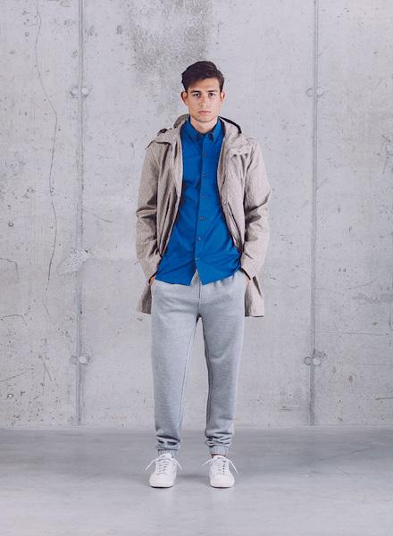 Wemoto – bunda (parka) s kapucí – béžová, šedé tepláky – pánské – jaro/léto 2015