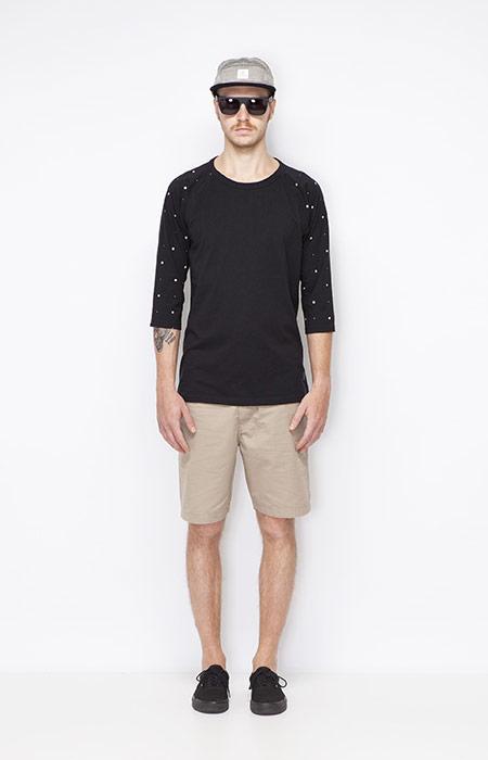 Ucon Acrobatics – černé pánské tričko, khaki pánské šortky – oblečení jaro/léto 2015