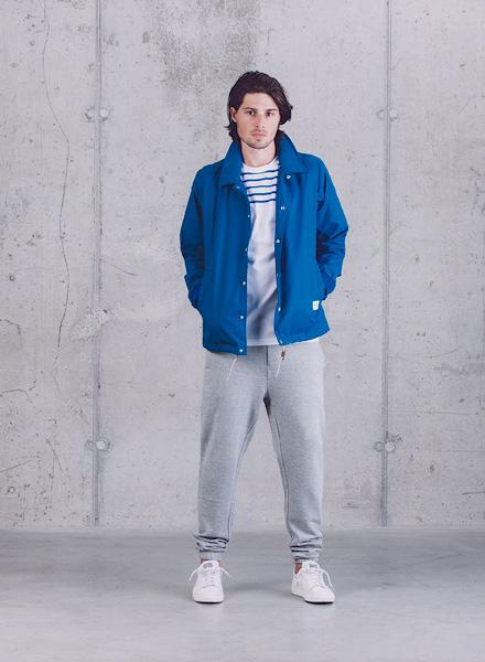 Wemoto – modrá jarní bunda – pánská, šedé tepláky – jaro/léto 2015