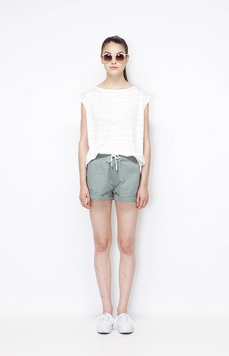 Ucon Acrobatics — bledě mdoré dámské kraťasy (šortky), dámský bílý letní top — dámské oblečení — jaro/léto 2015