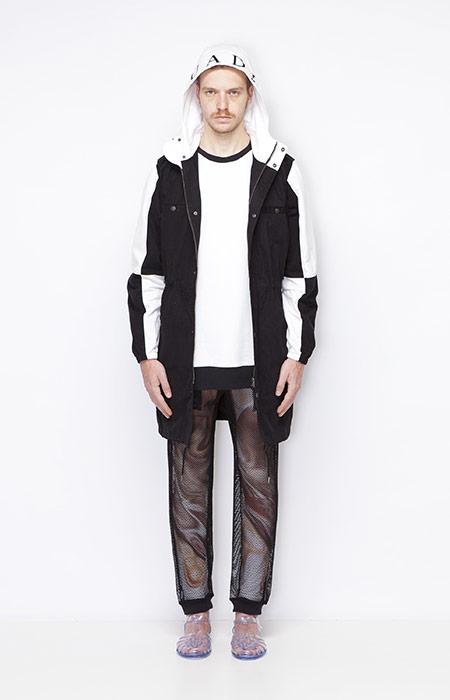 Ucon Acrobatics – pánská dlouhá černo-bílá bunda s kapucí, síťované kalhoty – oblečení jaro/léto 2015