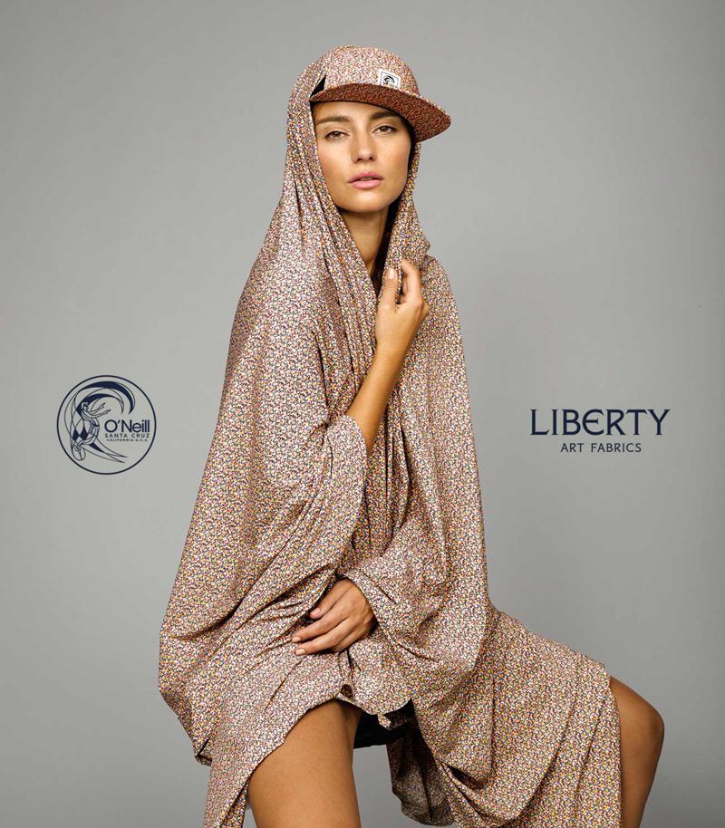 O'Neill x Liberty – dámské plavky a doplňky se vzory