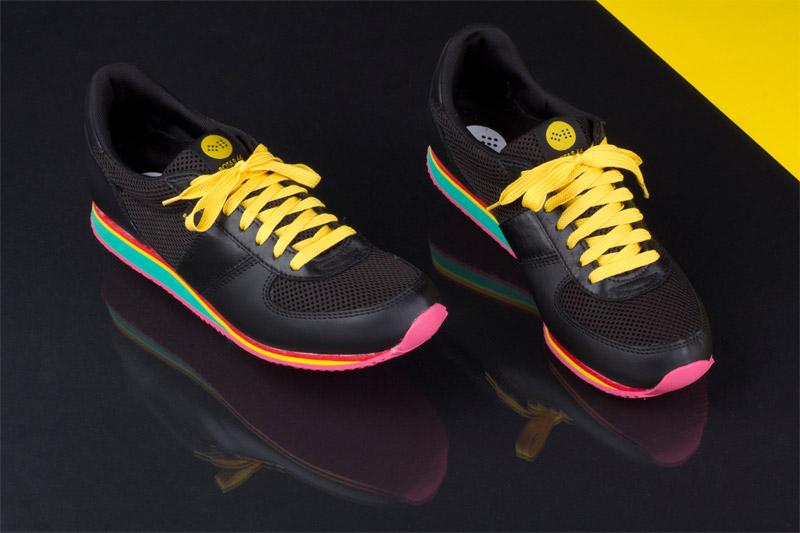 Botas 66 — Run — Disco Freak — dámské a pánské kožené běžecké tenisky, černý svršek, barevná podrážka, žluté tkaničky