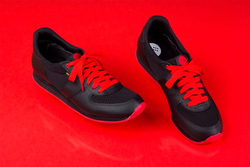 Botas 66 — Run — Knight Rider — běžecké černé retro tenisky, kožené boty, červená podrážka, červené tkaničky, dámské a pánské
