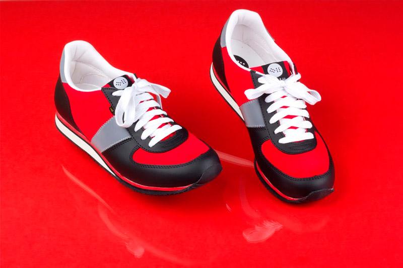 Botas 66 — Run — Street Fighter — běžecké červeno-šedo-černé retro tenisky, kožené boty, barevná podrážka, dámské a pánské