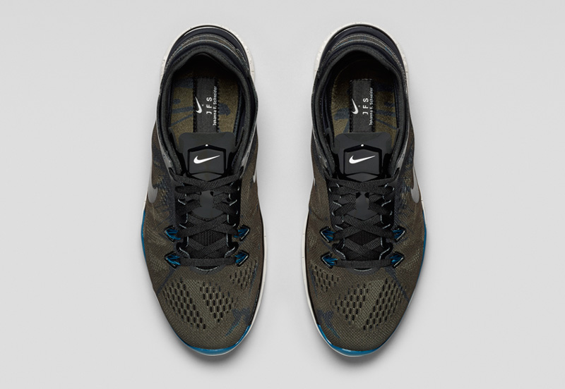 NikeLab x JFS — sportovní běžecké boty TR5, šedo-zelené, modré detaily, horní pohled — dámské letní sportovní oblečení