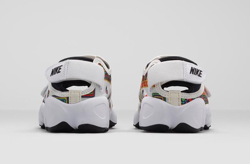 Nike Air Rift Liberty Merlin — dámské bílé sportovní sandály se vzorem, zadní pohled