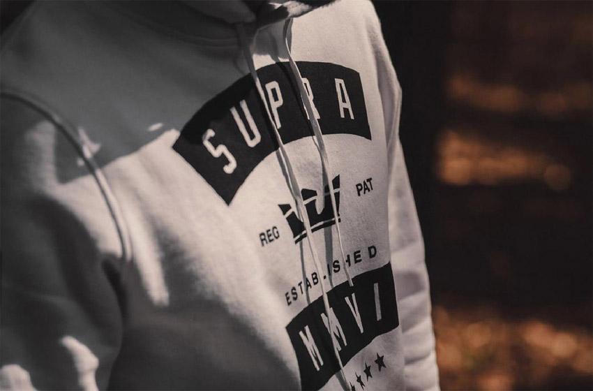Supersklep — lookbook jaro 2015 — bílá mikina Supra s kapucí