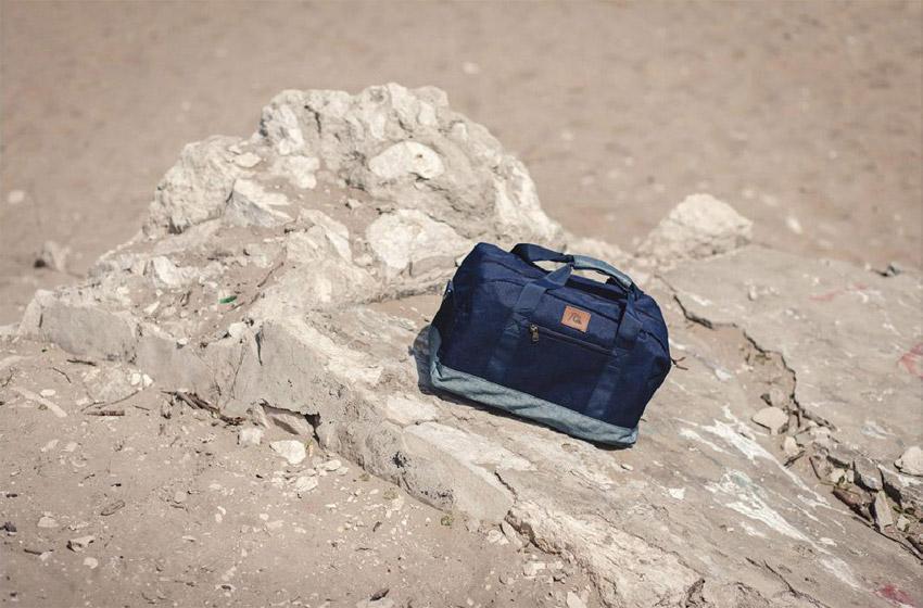 Supersklep — lookbook jaro 2015 — modrá taška přes rameno Quicksilver