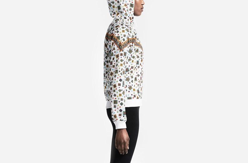 Nike Windrunner Liberty Merlin — bílá dámská sportovní bunda s kapucí, se vzorem