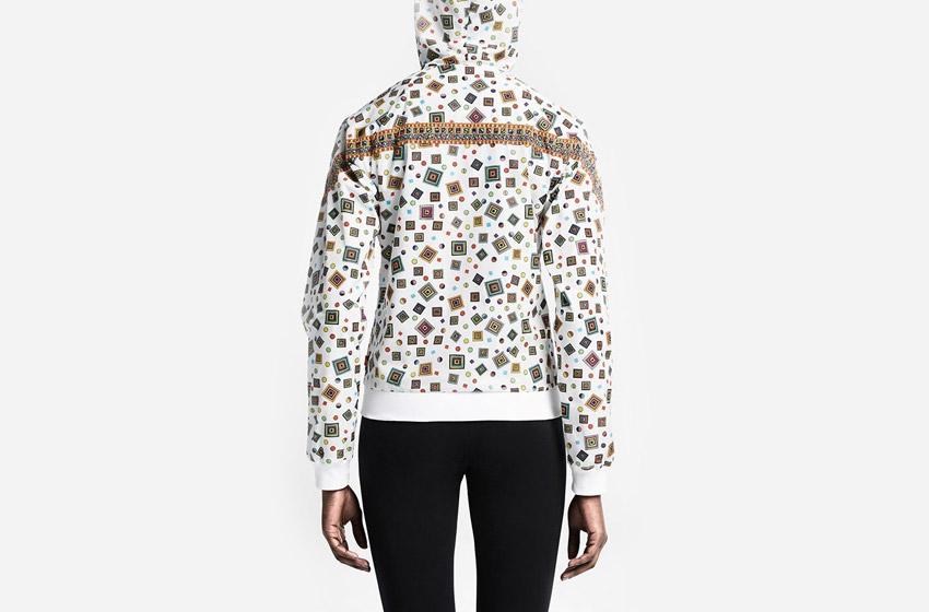 Nike Windrunner Liberty Merlin — dámská bílá sportovní bunda s kapucí, bílá, se vzorem