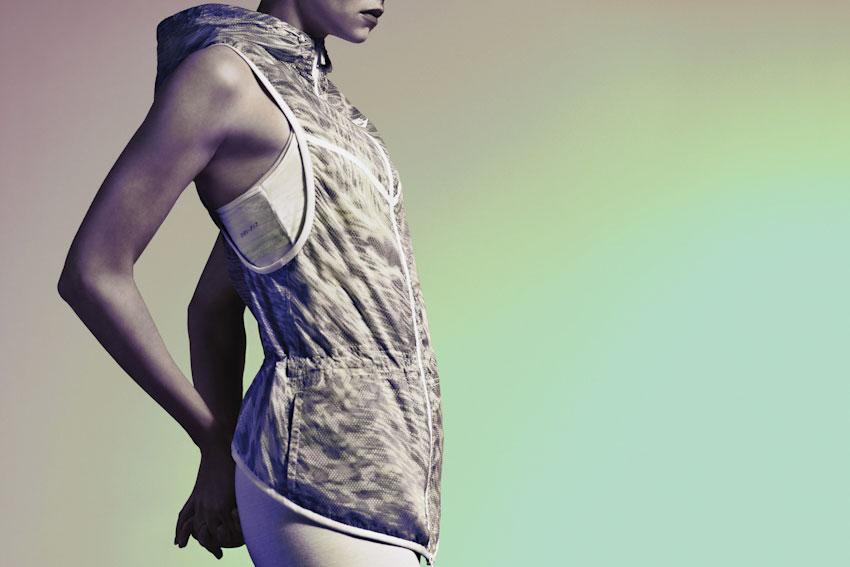 Nike Tech Hyperfuse Vest – dámská sportovní vesta s kapucí – 2015