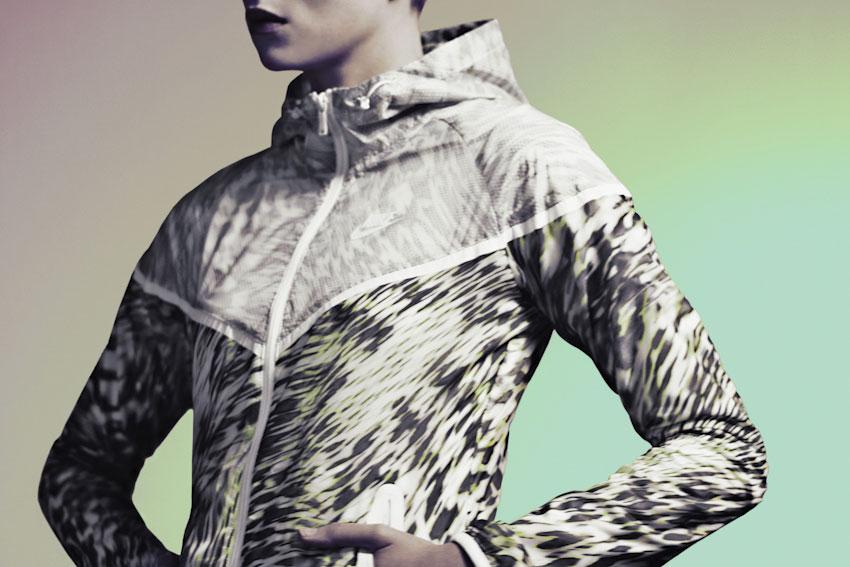 Nike Tech Hyperfuse Windrunner – dámská běžecká bunda větrovka s kapucí – 2015