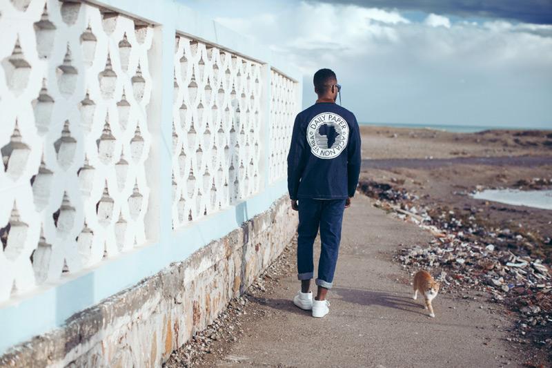 Daily Paper – pánská modrá jeansová bunda s potiskem na zádech, denim, kalhoty, džíny – trendy oblečení jaro/léto 2015