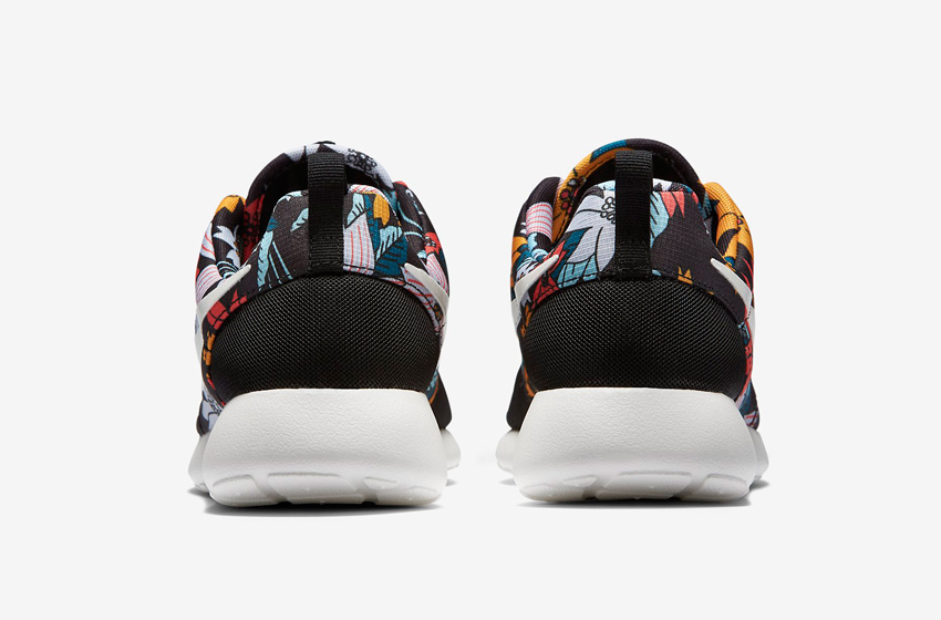 Nike Roshe One – dámské běžecké tenisky, černé, barevný květinový motiv, zadní pohled – Roshe Run
