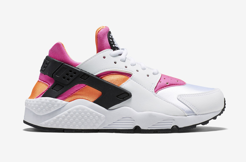 Nike Air Huarache – bílé dámské boty, růžové a oranžové detaily, tenisky